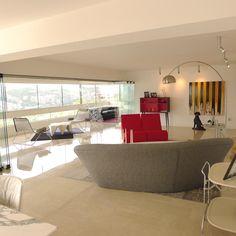 Ángulo completo del apartamento y el contraste de luz y color.