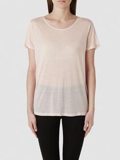 Selected Femme - Regular fit - 100 % Tencel - Ripp am Kragen - Weiches Gefühl Bestücke deine Garderobe mit Basic Must-haves. Für einen adretten Look kombiniere dein T-Shirt mit niedrig geschnittener Hose und ein Paar Slipper.  100% Lyocell...