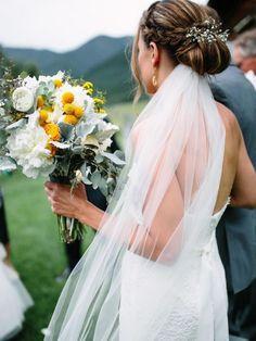 Great sweet wedding veil headpiece ideas that will make you fabulous look . Bridal Hair Half Up, Boho Bridal Hair, Bridal Hair Flowers, Bridal Hair And Makeup, Veil Hairstyles, Wedding Hairstyles With Veil, Flower Girl Hairstyles, Elegant Hairstyles, Bridal Hairstyles