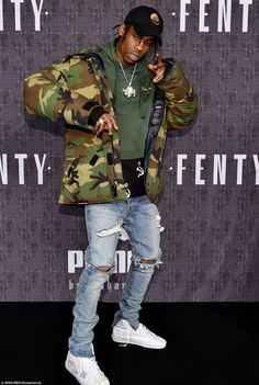 Travis Scott wearing Vetements Hoodie, Fear of God Collection Selvedge… Travis Scott T Shirt, Travis Scott Outfits, Travis Scott Fashion, Travis Scott Style, Travis Scott Clothing, Travis Scott Tumblr, Denim Vintage, Jean Vintage, Vintage Hats
