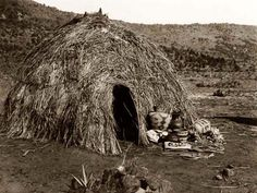 Apache wikiup, a kind of Wigwam (not a teepee or tipi). Native American Photos, American Indian Art, Native American Tribes, Native American History, Apache Indian, Native Indian, Indian Tribes, Navajo, Diorama