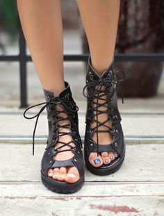 How cute are these sandal boots? I would wear them with a statement nailpolish