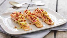 Laks på grill er kjempegodt, og en god marinade gjør laksen enda bedre. I denne oppskriften er marinaden laget av ingefær, chili, hvitløk, sitrongress og olivenolje.