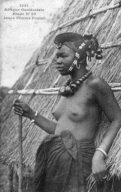 Africa | Young Foulah woman. French Guinea || Scanned vintage postcard