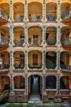 Exterior Apartment Building Art Deco 67 New Ideas Art Nouveau Architecture, Historical Architecture, Art And Architecture, Amazing Architecture, Budapest Travel, Building Art, Art Graphique, Central Europe, Parcs