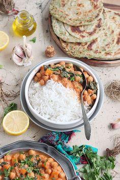 Je vous retrouve aujourd'hui avec une recette salée, un savoureux curry végétalien pois chiches, carottes et jeunes pousses d'épinards. Un...