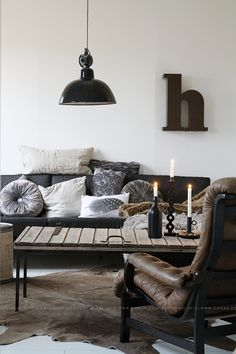 Scroll down to checkout our collection of 31 Ultimate Industrial Living Room Design Ideas and get inspired. Design Living Room, Living Room Sets, Home Living Room, Living Room Decor, Living Spaces, Industrial Living, Vintage Industrial, Warm Industrial, Industrial Style