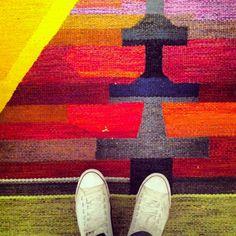Carpet carpet on da floor, tell me who´s the gayest of them all...?
