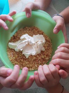 Λαχταριστά cake pops με επικάλυψη σοκολάτας - Just life Cake Pops, Oatmeal, Breakfast, Food, The Oatmeal, Morning Coffee, Rolled Oats, Essen, Meals