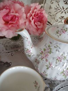 tea roses - I have this teapot