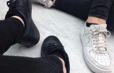 Jakie sportowe buty powinnaś jutro założyć?