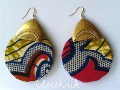 """www.cewax.fr aime la boutique de Cloethnik sur Etsy /Boucles D'Oreilles Plaqué Or14k & Laiton """"AfricanRoots"""" ©CloEthniK Fabric Earrings, Fabric Jewelry, Diy Earrings, African Style, African Fashion, African Earrings, Earring Crafts, Bijoux Diy, Buisness"""