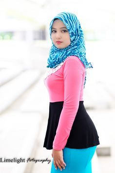 Women's Soft Faux Leather Tote Shoulder Bag from Dreubea, Big Capacity Tassel Handbag Beautiful Arab Women, Beautiful Hijab, Amazing Women, Arab Girls Hijab, Muslim Girls, Hijabi Girl, Girl Hijab, New Hijab, Asian Model Girl