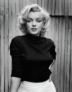 Portrait of American actress Marilyn Monroe - as she poses on the patio outside of her home, Hollywood, California, May (Photo by Alfred Eisenstaedt/The LIFE Picture Collection/Getty Images)Image provided by Getty Images. Marilyn Monroe Cuerpo, Mort Marilyn Monroe, Style Marilyn Monroe, Marilyn Monroe Portrait, Marilyn Monroe Painting, Marilyn Monroe Photos, Marilyn Monroe Hairstyles, Marylin Monroe Style, Young Marilyn Monroe