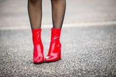 #vinyl #vinyle #redalert #colorful #rocknroll #fashion #fashioninspiration #sixties #fishnet #redshoes #redboots #fashionblogger #fashiontrends #blogparis #trendyholyblog