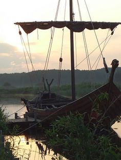 Varroth could no longer live in the Hitherlands, so he took a boat to the main land to find a new life and start anew.
