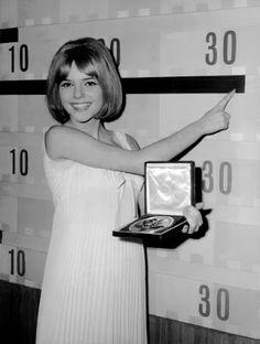 France GALL with her winning medal of the Grand Eurovision Prix in Naples, Italy, on March She wore the colors of Luxemburg and sang the song written by Serge GAINSBOURG, POUPEE DE. Serge Gainsbourg, France Gall Eurovision, French Icons, Dream Dates, French Pop, Music Words, 60s Music, Those Were The Days, Timeless Beauty