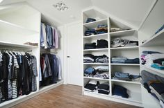 Walk in closet custom made, perfect!