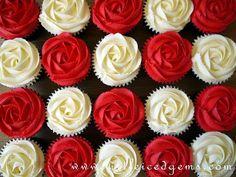 Alice in Wonderland Cupcakes red roses