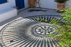 Pebble Floor, Pebble Mosaic, Stone Mosaic, Mosaic Art, Garden Stones, Garden Paths, Garden Art, Modern Landscaping, Backyard Landscaping