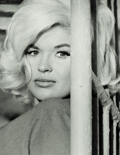 Jayne Mansfield in de film Dog Eat Dog!