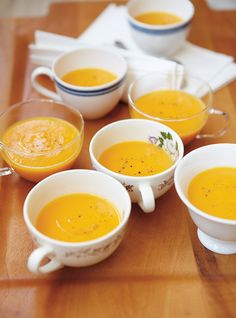 Crème de rutabaga et carottes à l'érable.this is superbe. Made it for guests and every one LOVED it. Rutabaga and carrot soup with maple syrup. Omit the cream and use vegetable broth and it's VEGAN! Rutabaga Recipes, Turnip Recipes, Soup Recipes, Vegetarian Recipes, Cooking Recipes, Healthy Recipes, Healthy Food, Recipies, Turnip Soup