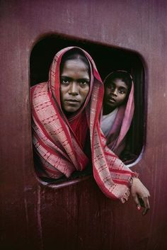 Steve McCurry INDIA. West Bengal. 1982. Women on train window.