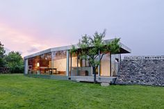 An Awesome Modern Farmhouse: An Awesome Modern Farmhouse With Glass Wall And Tall Tree And Sunset View