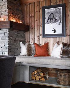 ✨Det er veldig mye vi liker ved hytta til – som kommer i ma… - Patchwork Mountain Cabin Decor, Mountain Cabins, Chalet Interior, Cabin Interiors, Interior Decorating, Interior Design, Cozy Cabin, Log Homes, Home And Living