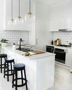 13 Minimalist Kitchen Ideas For A Modern House. Elegant White Minimalist Kitchen Design Ideas For More Comfortable. Kitchen Decorating, Home Decor Kitchen, New Kitchen, Home Kitchens, Decorating Ideas, Kitchen Ideas, Mini Kitchen, Kitchen Small, Small Kitchens