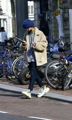 Can you be my boyfriend? Street Outfit, Street Wear, G Dragon Top, G Dragon Style, G Dragon Fashion, Korean Fashion, Mens Fashion, Bigbang G Dragon, Kpop Fashion Outfits