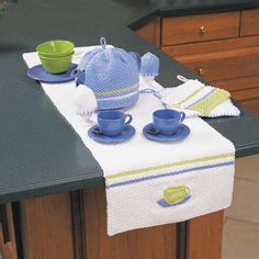 This teacup inspired table runner is perfect for serving company at tea time. Shown in Lily Sugar'n Cream. Easy Crochet Patterns, Knitting Patterns, Easy Home Decor, Kitchen Sets, Crochet Home, Chair Pads, Tea Towels, Table Runners, Diy And Crafts