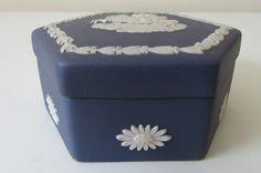 Simple Flower Design, Simple Flowers, Flower Designs, Cute Love Heart, Rose Vase, Soup Mugs, Ceramic Jewelry, Vintage Jewellery, Wedgwood