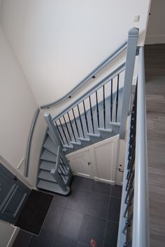Blokzijl, Woning | Trappenfabriek VOS Entry Stairs, Loft Stairs, Basement Stairs, Winder Stairs, Wrought Iron Staircase, Compact House, Painted Stairs, Attic Rooms, Stairways