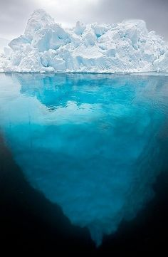 Amazing view of iceburg illustrating that only small portion is visible above water! Παγόβουνο ~~~