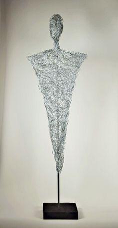 Beeld/Torso uit geanodiseerd gevlochten aluminiumdraad van de Duitse kunstenaar Markus Deussl. #Beeldenmarkt, #Someren, #MarkusDeussl, #aluminiumbeeld, #beeldvanaluminiumdraad, #modernbeeld, #abstractbeeld, #uniekbeeld.