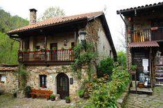 Bárcena La Mayor (Cantabria).Los pueblos más bonitos de España Beautiful Homes, Beautiful Places, Tiny House Big Living, Rural House, House Of Beauty, Beaux Villages, Tuscan House, Unusual Homes, Environment Design