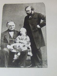 http://www.adolphesax.com/DINANT/Dinant/albummaxi/Adolphe-Sax-en-familia.jpg