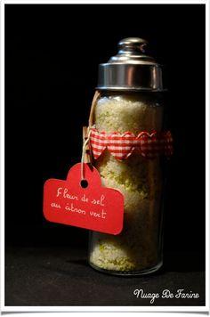 SEL AU CITRON   deux citrons  250 gr de sel Mélangez  zestes de citronsau sel; laissez sécher le tout à l'air libre quelques heures  SEL AU PAPRIKA  50 gr de pimenton 200 gr de sel  SEL DE SESAME 6 à 10 gr de sel marin 100 gr de graines de sésame Mettez vos graines de sésame dans une poêle et faites-les griller à sec. Mixez les graines de sésame avec le sel   et  SEL AUX HERBES DE PROVENCE…