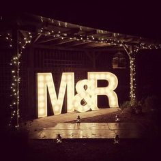 Letras lumimosas para nuestros eventos Marquee Lights, Diy Birthday, Lawn, Neon Signs, Letters, House, Wedding, Channel Letters, Proposal