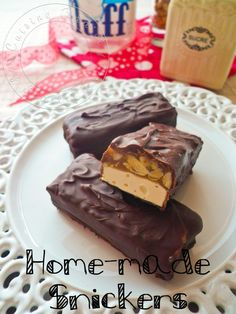 Snickers Maison Home made Snickers Homemade Sweets, Homemade Cake Recipes, Homemade Candies, Snack Recipes, Köstliche Desserts, Delicious Desserts, Chocolate Snacks, Snickers Chocolate, Snickers Candy