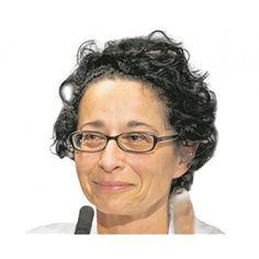 Isolde Charim Ist die Demokratie nur noch eine Simulation? In der Debatte um Juxdemos hat Doron Rabinovici in einem schönen Statement geschrieben: Wenn zum Geburtstag von Udo Jürgens eine Ringstraßendemo im Bademantel...