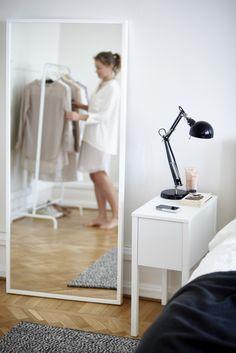 STAVE spiegel | #IKEA #slaapkamer #badkamer #wit #nachtkastje