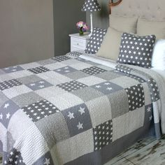 Antique Grey Stars and Striped Quilted Bedspread Black And White Quilts, King Size Quilt, Quilted Table Toppers, Grey Quilt, Quilted Bedspreads, Boy Quilts, Quilt Bedding, Quilt Block Patterns, Bed Throws