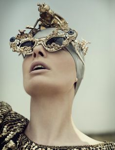 Can you imagine wearing these at the beach!! hahaha Mercura NYC Surreal Shades cover Umbigo Magazine