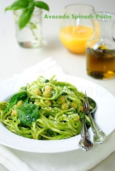 Pasta in avocado sauce with chickpeas and spinach. Love the idea of avocados as a healthy sub for cream sauce! Yuuummm