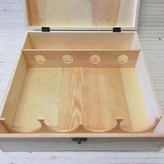 WOODEN WINE BOX FOR 4  BOTTLES~HINGED WITH FRONT SWING LATCH~VERY GOOD CONDITION #Unbranded