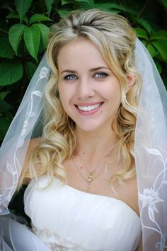 Trendy Wedding Hairstyles With Veil Hair Down Curls Ideas Hairstyle For Wedding Day, Half Up Wedding Hair, Wedding Hairstyles Half Up Half Down, Wedding Hairstyles For Long Hair, Wedding Hair And Makeup, Wedding Veils, Half Updo, Bridal Makeup, Bridal Updo
