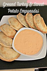 These baked ground turkey and sweet potatoes empanadas are the perfect recipe for gameday food, March Madness parties, Superbowl food, or easy meals for a crowd. Served with a roasted red pepper aioli, they are also an easy appetizer for parties! Easy Appetizer Recipes, Appetizers For Party, Dinner Recipes, Easy Potato Skins Recipe, Recipe Fo, Salty Snacks, Game Day Food, Food For A Crowd, Sweet And Salty