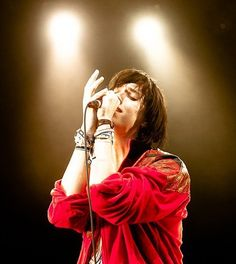 This is the most beautifullest picture of Julian Casablancas I have ever seen in my life. The lighting, and his face, and AAAH h'es gorgeous. ...I don't have problems I swear.